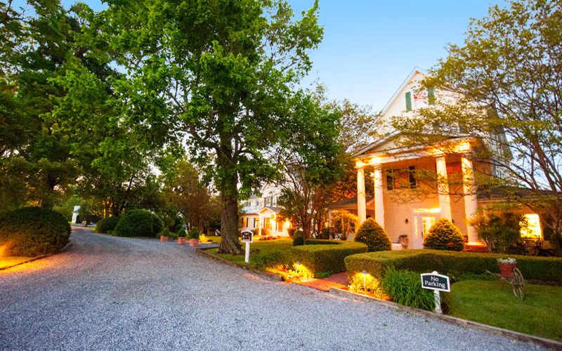 The Oaks Waterfront Inn & Events Maryland Wedding Venues cottages on winding road